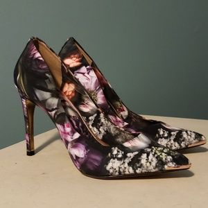 TED BAKER London Neevo 3 Floral Pumps